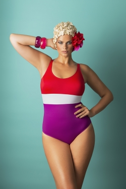 SPLASH - One-piece swimsuit with removable cups..