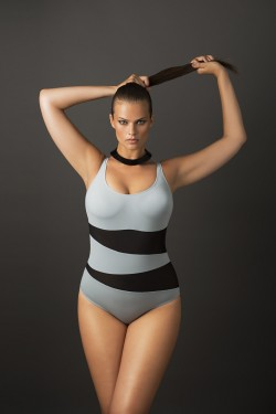GRACE - One-piece swimsuit with removable cups.